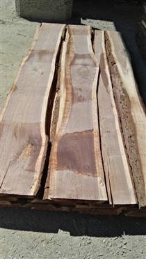 尚高木业匈牙利黑核桃木板熏蒸之前的样子