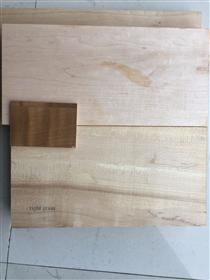 客户工厂开出的有影枫木板材,图片是尚高木业现场拍下