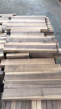 尚高木业到上海港的欧洲黑胡桃小方木短料